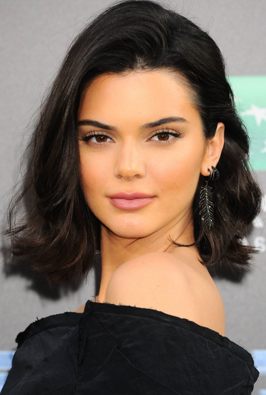 15 Most Beneficial Medium Hairstyles for Thick Hair