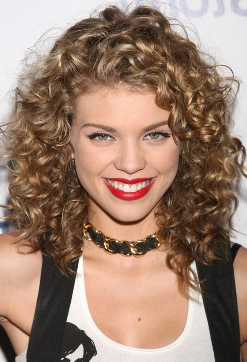 12 Beautiful Mid Length Curly Hairstyles You Should ...