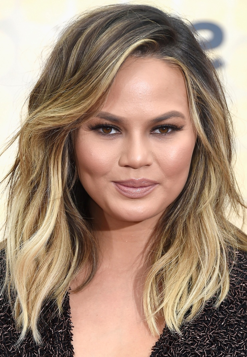 14 Versatile Straight Hairstyles for Round Faces